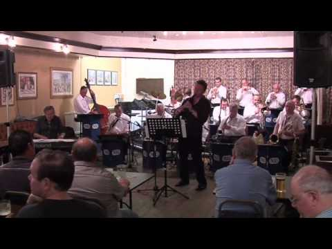 Moonglow - Nigel Hinson Live with Artie Shaw's Clarinet