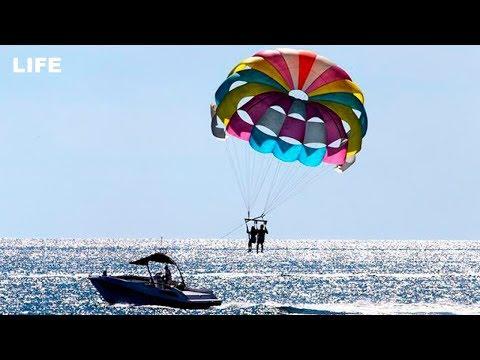 Туристы на парашюте рухнули вниз в Турции
