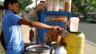 Eating Panipuri ( Fuchka / Golgappa ) - Indian Street Food Kolkata - Bengali Street Food