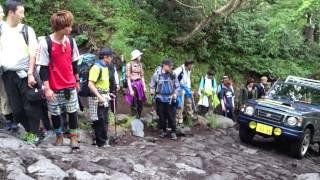 富士山を駆け上がるジムニー(ジープは言い間違いです)