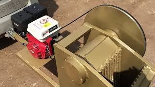 Kivipurustaja bensiinimootoriga LLM300. Jaw crusher gasoline engine.