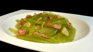 Borrajas con patatas y refrito de ajos y bacon