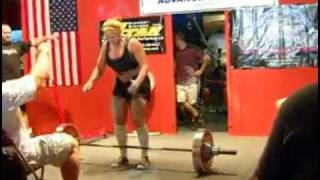 woman projectile vomits while dead lifting 400 pounds