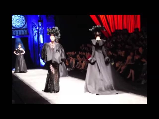 "Three Models fall down during Đỗ Mạnh Cường Fall/Winter 2012 fashion show ""The Muse"""