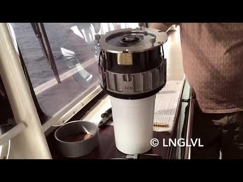 Замена жидкости в гирокомпасе / The Renewing liquid in gyrocompass