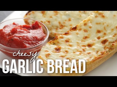 How to make cheesy garlic bread with sliced