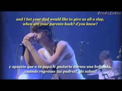 Arctic Monkeys- Cigarette Smoker Fiona (inglés y español)