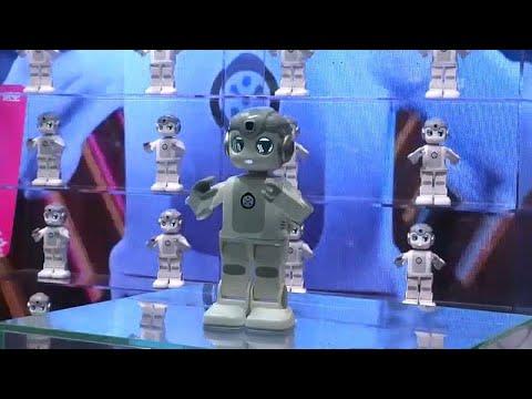 شاهد: روبوتات ترقص وتحلق وأخرى لصناعة أشهى أنواع العصائر…  - نشر قبل 6 ساعة