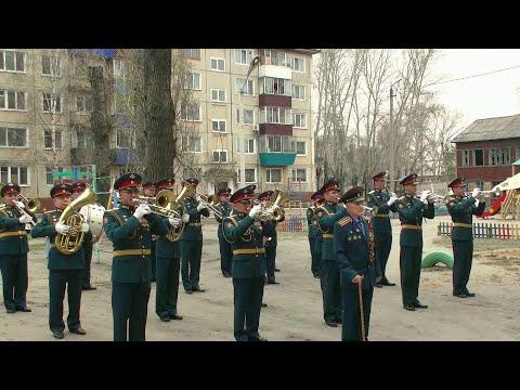 По всей России поздравляют ветеранов с наступающим Днем Победы.