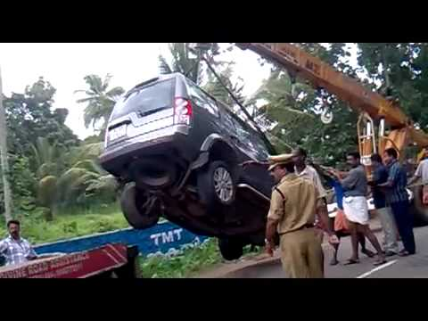 Range Rover Discovery Sport >> Range Rover Discovery accident - YouTube