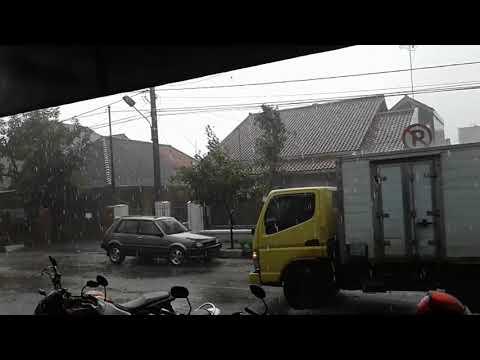 Hujan es di Kota Banjar