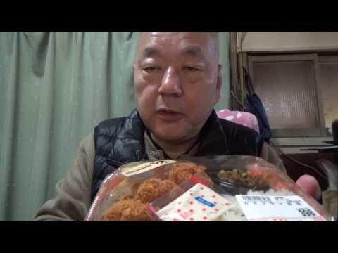 [頑固おやじ]近所のスーパーの398円のカキフライ弁当ご飯にポテサラのっけで頂きます
