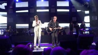 Bono and Mary J. Blige performed One night at the Robin Hood Foundation