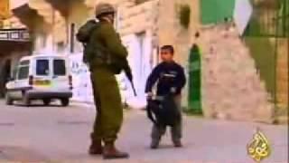 طفل فلسطيني شجاع تخيل انة اخوك الصغير Brave Palestinian child         Imagine that your little brother