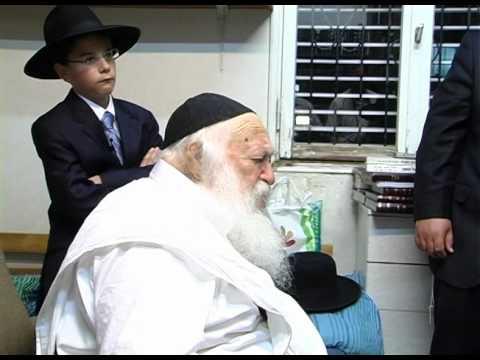 הרב קנייבסקי מברך