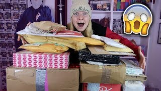 One of TheBakeey's most viewed videos: HUGE MYSTERY BIRTHDAY UNBOXING!