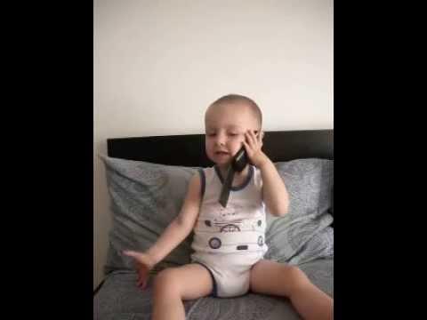 mateeo vorbeste la telefon