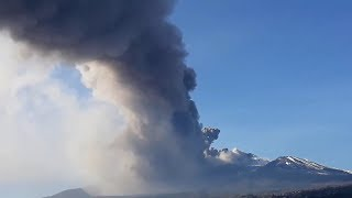 Etna Volcano Eruption spewing lava and ash in Italy (Dec 24, 2018)