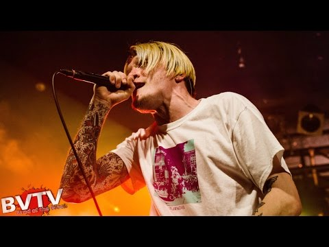 "Neck Deep - ""Gold Steps"" LIVE! @ The World Tour '16 w/ State Champs"