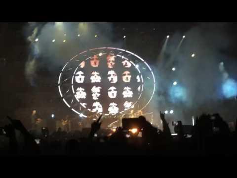 Queen + Adam Lambert Bohemian Rhapsody Live 2016 Singapore F1