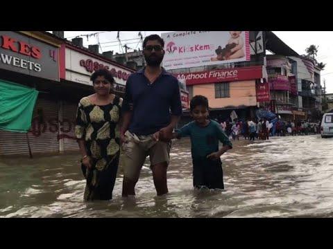 Inondations en Inde: 370 morts au Kerala, les habitants piégés
