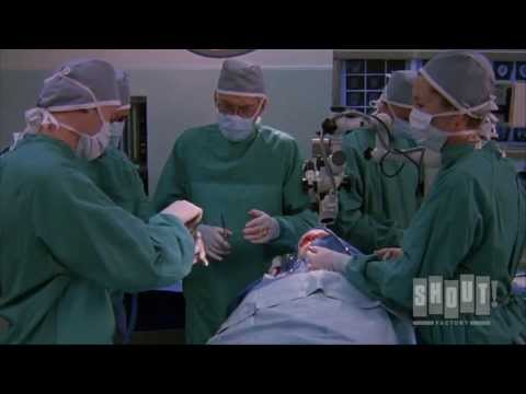 Mark Hamill Gets Eye Transplant - Body Bags (1993)
