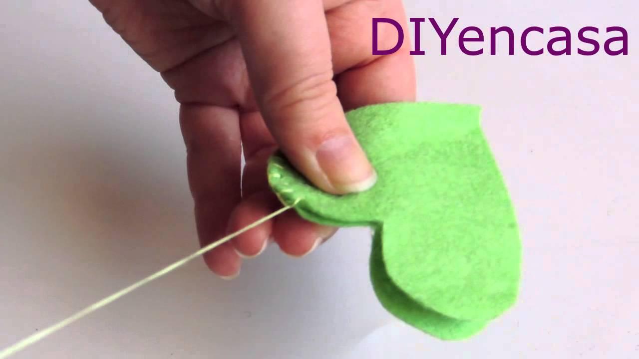 tutorial broche de fieltro facil y rapido . (Punto ojal) - YouTube