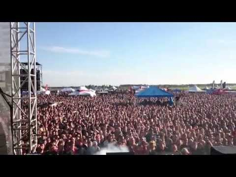 "Over 15,000 Singing ""Don't Stop Believin"" at Sonic Boom 2015!"