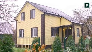видео Строительство дома своими руками без опыта: дачный деревянный коттедж