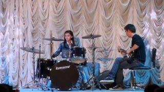 Обучение игре на барабанах (Анастасия Зяблова)