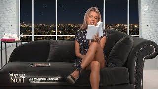 Sarışın Kadın Ten Rengi Çorapla İtalyan Oturuş | UPSKIRT LEG