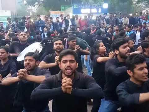 Asmita Theater Group 👥 perform  on women harresment at Palika Market Delhi