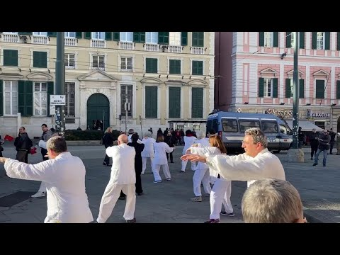 La comunità cinese di Genova in piazza: 'Sono quello di sempre, non sono un virus'