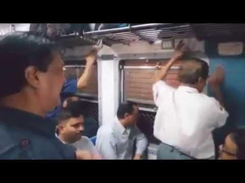 Mumbai Local Train: Travellers Fun, Enjoyment | Shahrukh Khan