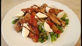 Салат с курицей вялеными томатами и моцареллой
