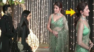 Anushka Sharma  GNORES Deepika Ranveer At Priyanka Nick Mumbai Reception