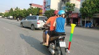 Thử gắn Kèn khổng lồ vào Pô Xe Máy chạy ra đường và cái kết bất ngờ | HiHi Vlog