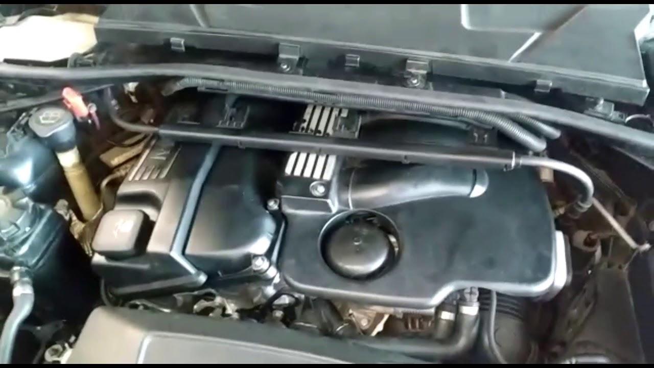 Enquadramento de motor BMW 320i com ferramenta adequada