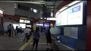 地下鉄駅なのに地上部にエキナカ的なコンコースがある丸ノ内線本郷三丁目駅の改札の風景