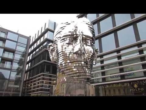 Bewegliche Skulptur von Franz Kafka in Prag