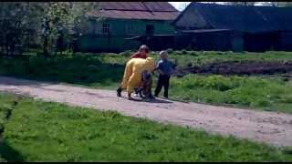 Внуки  везут пьяного деда на велосипеди домой(видео, добавленное с мобильного телефона., 2012-05-07T15:38:38.000Z)