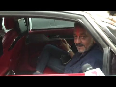 Crazy Reporters Following Sanjay Dutt S Car From Airport