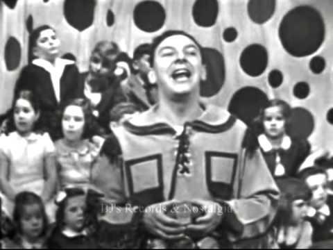 HOWDY DOODY & BUFFALO  BOB SMITH.  The 3 Musketeers Song.  Live 1951 Kinescope.