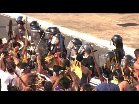 Une manifestation d'Indiens à Brasilia tourne à l'affrontement
