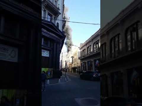 Causó conmoción el incendio en un edificio céntrico de Rosario