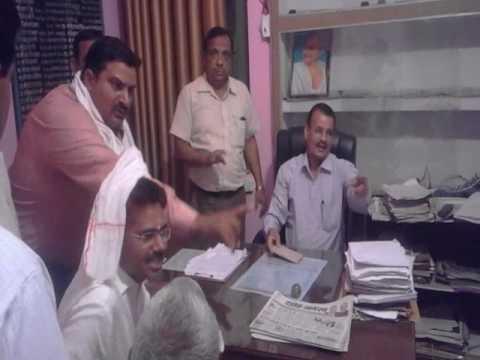 SDM KB SINGH beat up  BJP worker in moradabad news hindi