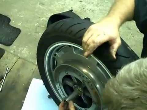 goldwing unsersbande changement roulement roue avant 2 7 youtube. Black Bedroom Furniture Sets. Home Design Ideas