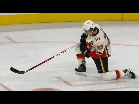 Flames' Monahan scores hat trick to bring things level against Flyers