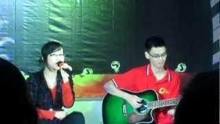 Chiếc lá đầu tiên - Hương Trần - Guitar: Văn Phước