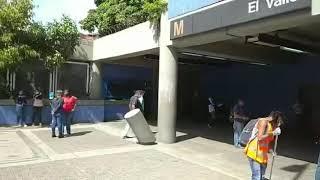 Desinfectan Metro El Valle hoy